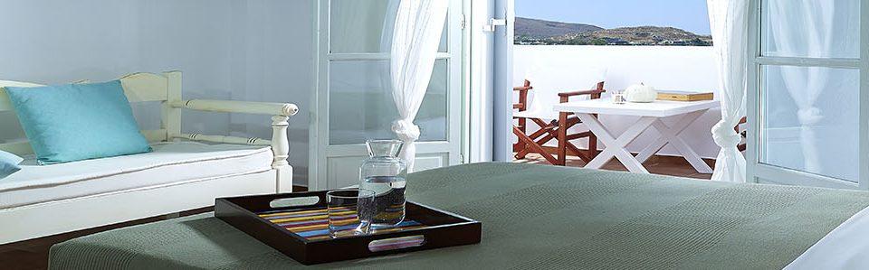 ΔΙΚΛΙΝΑ ΔΩΜΑΤΙΑ ΔΙΚΛΙΝΑ ΔΩΜΑΤΙΑ Balcony sea view magical outdoor furniture summertime Villa Gallis Milos island Cyclades5 960x299
